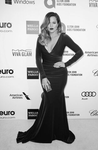 File:441141-khloe-kardashian-arrives-at-the-2014-elton-john-aids-foundation-oscar-.jpg