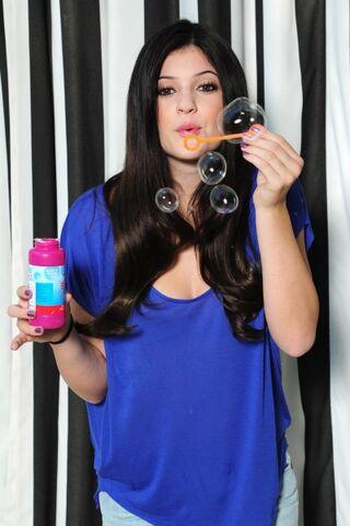File:KyliePhotoshoot 17.jpg