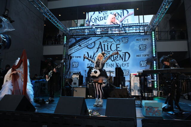 File:Alice In Wonderland Ultimate Fan Event (2).jpg