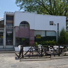 Side View of the Dip'n Sip Diner.
