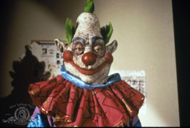 File:Killer-klowns-from-outer-space-picture.jpg