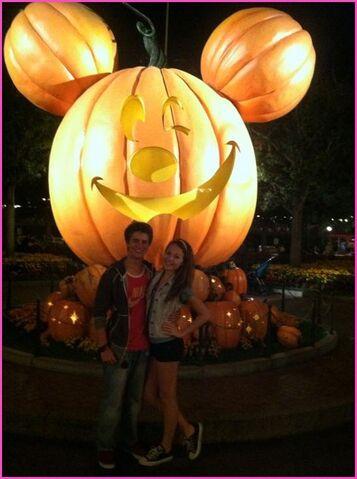 File:Kelli and Billy at Disney.jpg