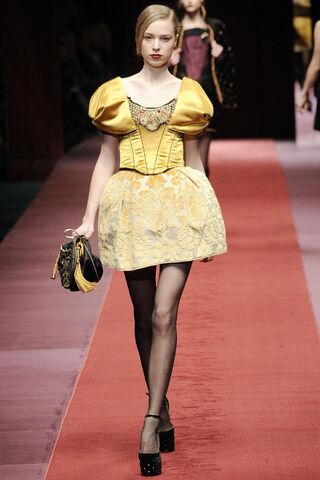 File:D&G Dolce & Gabbana Cinderella Mini Ball Gown FW 2009.jpg