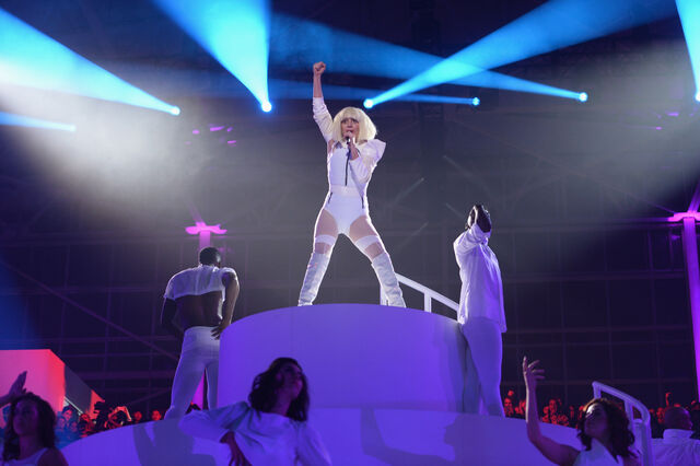 File:11-10-13 ArtRAVE Performance 003.jpg