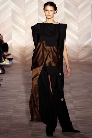 File:Maison Martin Margiela Fall Winter 2012 Asymmetric color back dress.jpg