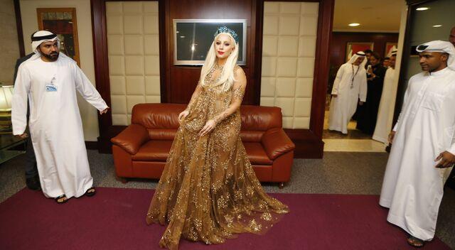 File:9-8-14 At Al Majlis VIP Lounge at Dubai International Airport 001.jpg