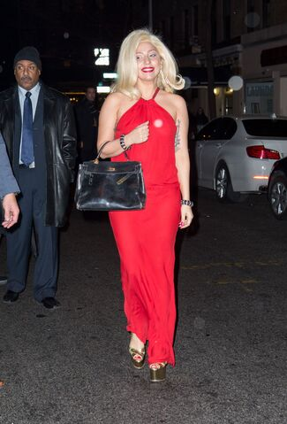 File:12-21-14 Leaving the Beacon Theatre in NYC 001.jpg