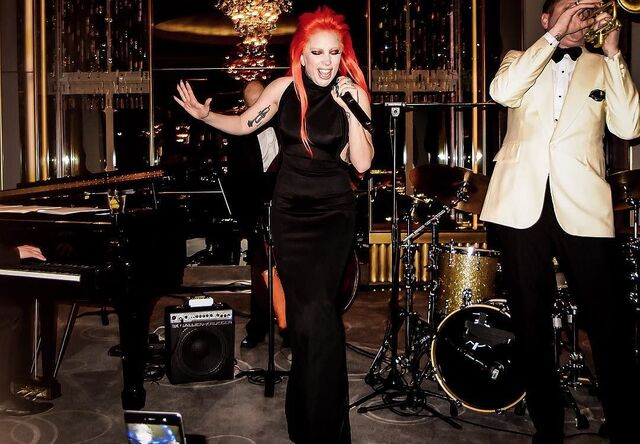 File:2-17-16 Performance at Rainbow Room in NYC 001.jpg
