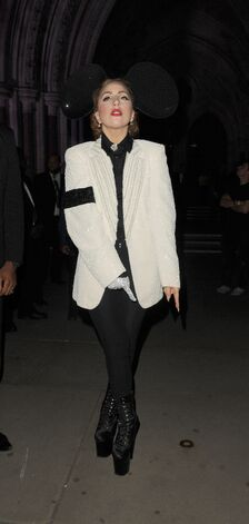 File:9-16-12 Leaving London Fashion Week 001.jpg