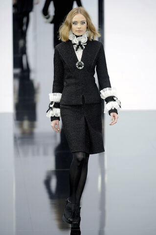 File:Chanel - Fall 2009 Collection 002.jpg