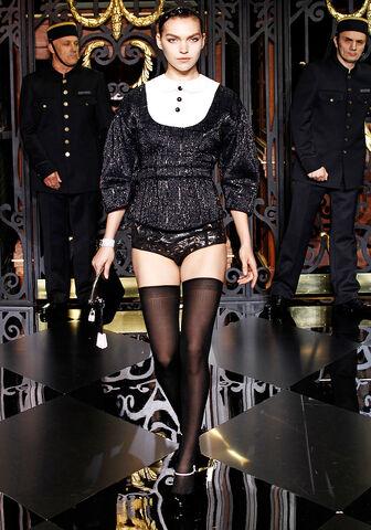 File:Louis Vuitton Fall 2011 RTW Laser-Cut Leather Briefs.jpg