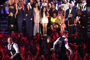 8-25-13 MTV VMA's Audience 005