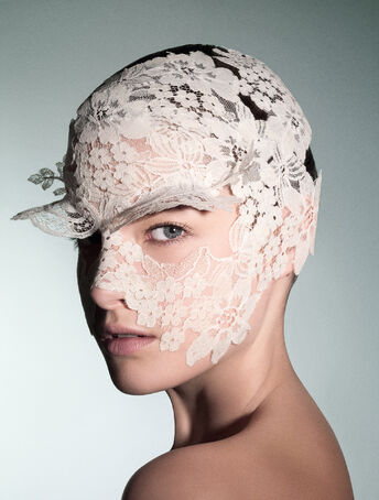 File:Philip Treacy - Floral lace headpiece.jpg