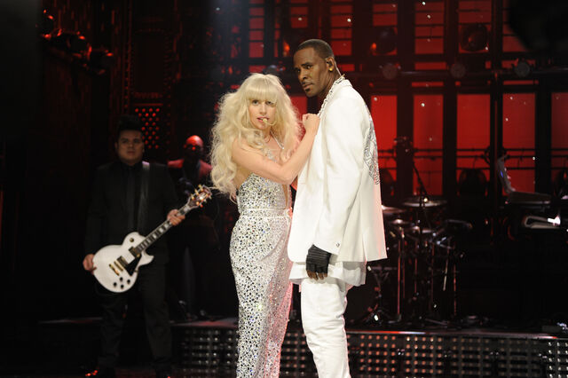 File:11-16-13 SNL Do What U Want 003.jpg