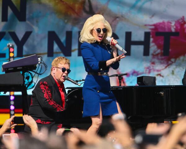 File:2-27-16 Surprise performance at Elton John's concert in West Hollywood 001.JPG