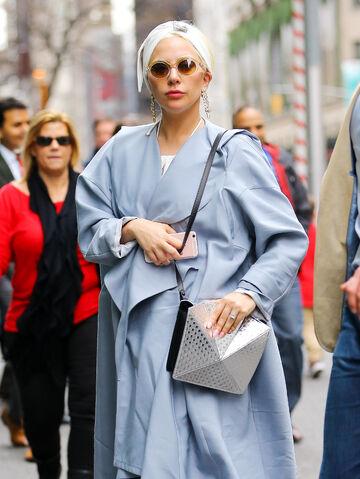 File:12-24-15 Leaving Saks Store in NYC 002.jpg