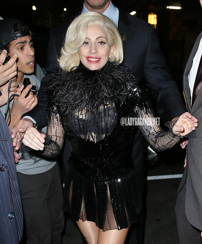 File:11-16-13 Arriving at her apartment 001.png
