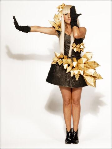File:11-19-08 Lindsay Lozon 002.jpg