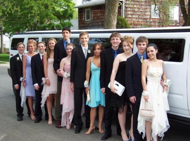 File:0-0-04 Prom Party 002.jpg