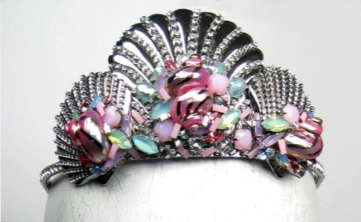 File:Erickson Beamon - Custom headpiece.jpg