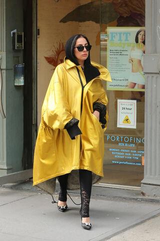 File:5-9-15 Leaving Portofino Sun Center in NYC 001.jpg