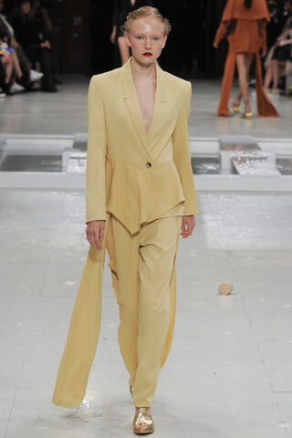 File:Hussein Chalayan - Spring-Summer 2016 RTW Collection.JPG