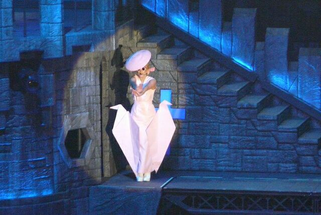File:The Born This Way Ball Tour Just Dance 008.jpg