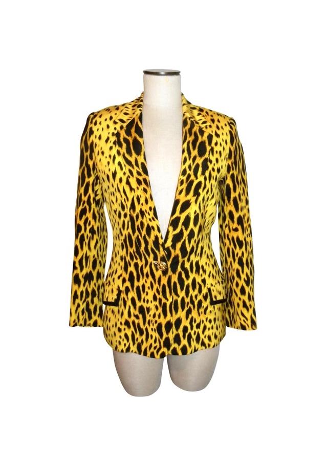 File:Gianni-versace-ss-1992-animal-print-jacket-profile.jpg