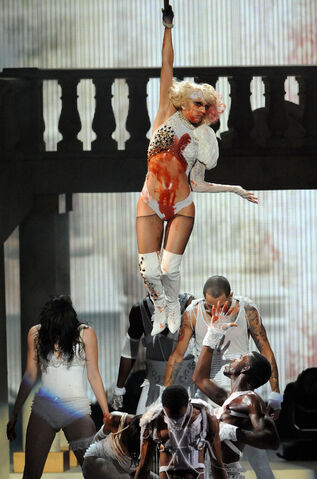 File:PerformingVMA2009 1.jpg