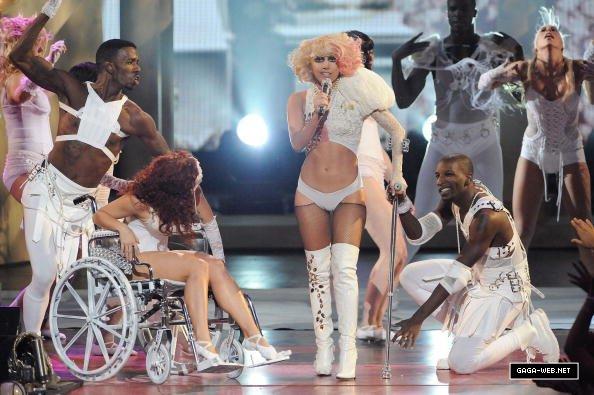 File:9-13-09 Paparazzi VMA 3.jpg