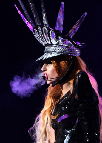 File:The Born This Way Ball Tour LoveGame 007.png