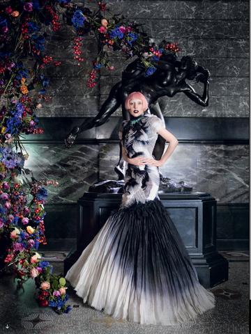 File:Vogue 2011 07.png