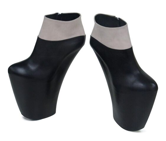 File:Giuseppe Zanotti Custom Made Bi-Colour Wedge Boots.jpg