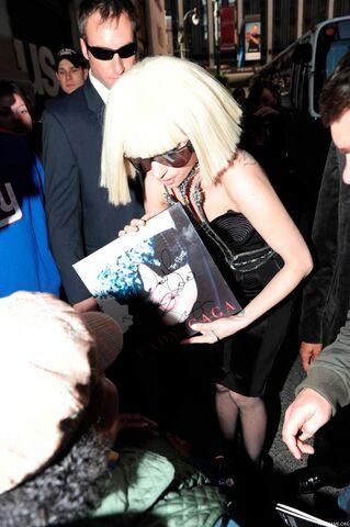 File:Lady Gaga Outside MTV Studios 3.jpg