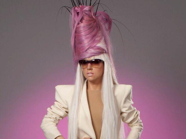File:Lady-gaga-mta-20104.jpg