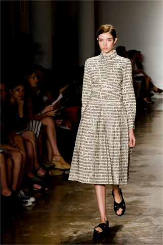 File:Lucia Cuba Articulo 6 long sleeve printed dress.png