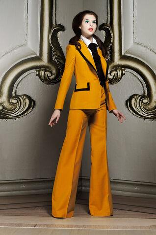 File:Viktor & Rolf Resort 2012 Suit.jpg