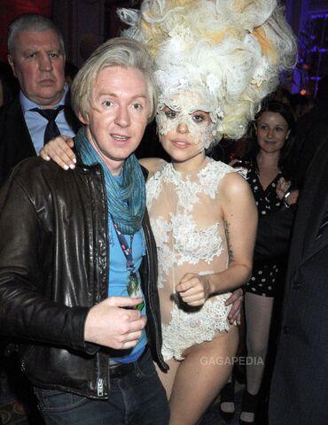 File:2-16-10 Brit Awards Afterparty at Mandarin Oriental Hotel in London 001.jpg