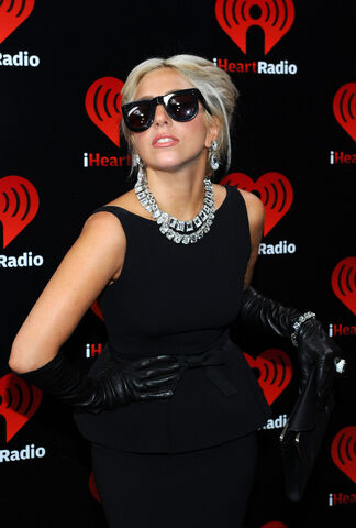 File:9-24-11 At iHeartRadio Music Festival 002.jpg