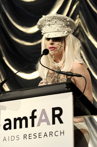 File:2-10-10 At The amfAR Gala 001.jpg