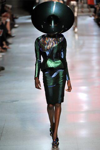 File:Paco-Rabanne-Spring-Fashion-2012-at-Paris-6.jpg