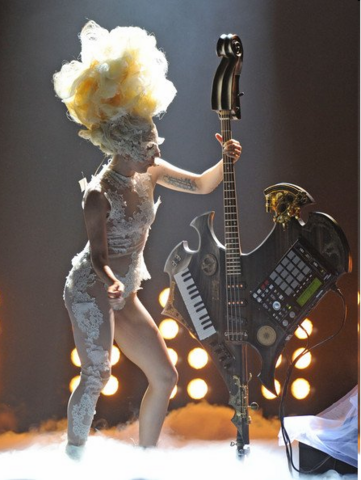 File:2010 BRIT Awards performance 005.png