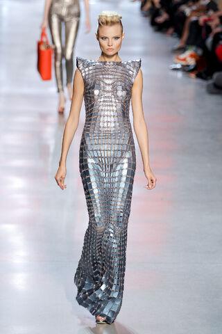 File:Paco-Rabanne-Spring-Fashion-2012-at-Paris-5.jpg