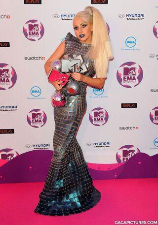 File:Nov6-MTV-EMA-PressRoom.jpg