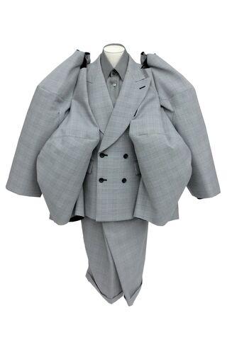 File:Comme des Garçons - Fall 2013 Collection 002.jpg