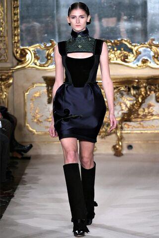 File:Aquilano.Rimondi Fall 2012 Navy dress with cutout.jpg