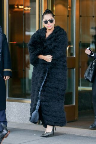 File:1-23-15 Leaving her apartment in NYC 001.jpg