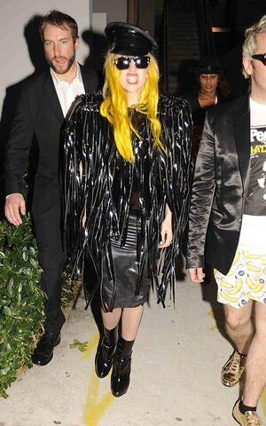 File:12-30-09 Lady Gaga and Perez Hilton at Nobu Restaurant 03.jpg