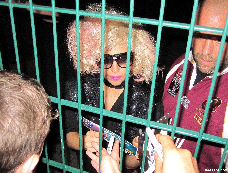 File:7-18-09 Leaving Columbiahalle in Berlin.jpg