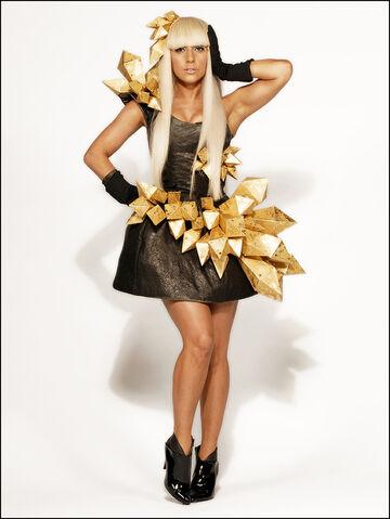 File:11-19-08 Lindsay Lozon 003.jpg